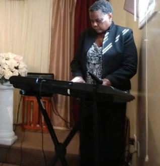 ALLISSA HENDRY PIANO PLAYING